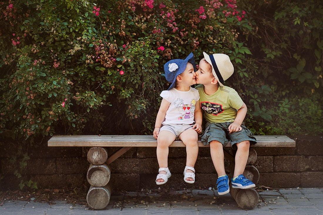 Amore fraterno - fotografa di bambini a Verona