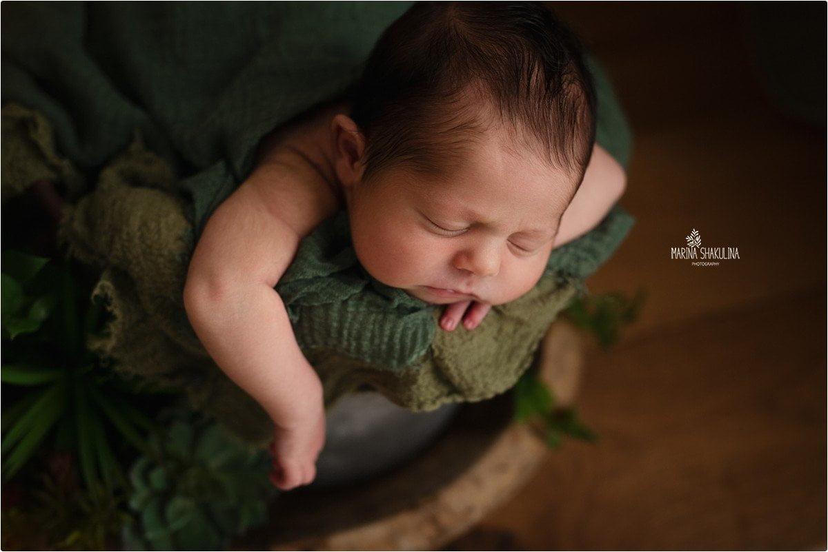 foto neonato a Verona - riposo in un secchio