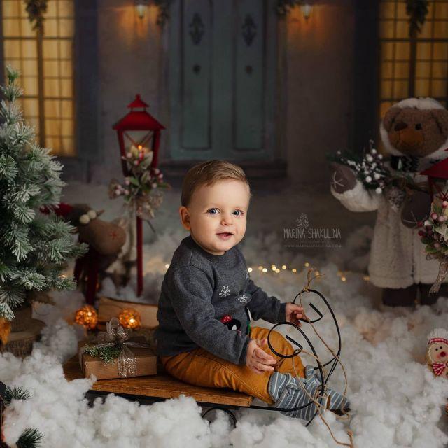 Visto che per le scorse festività non l'avevo pubblicato, ecco un bellissimo Leone natalizio! www.marinashakulina.com  Fotografa di neonati, gravidanza e bambini  #marinashakulinaphotography #fotografobambini #natale  #notonlymama #instamamme  #thewomoms #fotografoverona #inspiredbycolour #ig_italia #inspired_by_colour  #dolceattesa  #clickinmoms #servizionatalizio  #dearphotographer #babyphotography #christmasminis #babylovemagazine #cameramama #cpcfeature