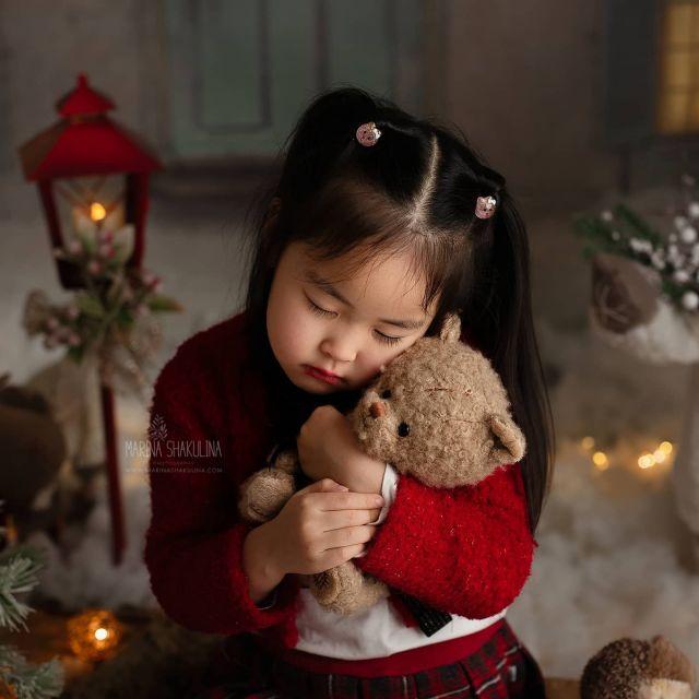 Tenerissima Isabel ❤️  www.marinashakulina.com  Fotografa di neonati, gravidanza e bambini  #marinashakulinaphotography #fotografobambini #christmasminis #servizionatalizio #notonlymama #instamamme #womoms #christmasmagic  #fotografoverona #inspiredbycolour #ig_italia #inspired_by_colour #babyphotographer #dolceattesa  #clickinmoms #the_sugar_jar #dearphotographer #babyphotography  #babylovemagazine #cameramama #cpcfeature